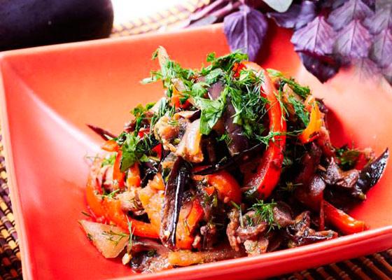 Салат с баклажанами и помидорами и перцем рецепты салатов с баклажанами, перцем