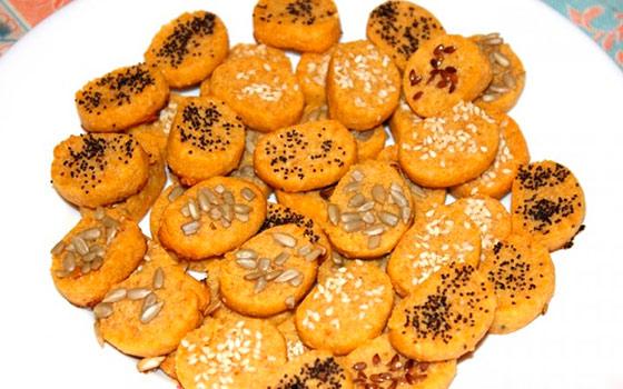 Печенье на огуречном рассоле через мясорубку