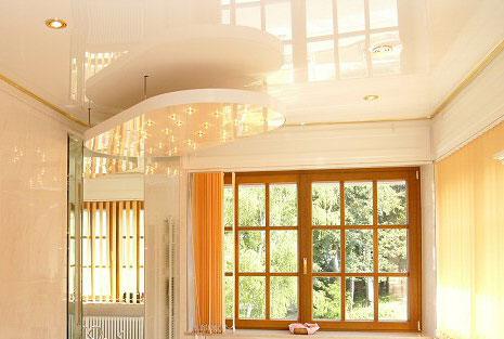 Преимущества натяжного потолка для дачи