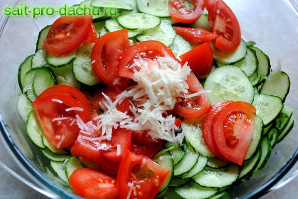 Салат чеснок с помидорами