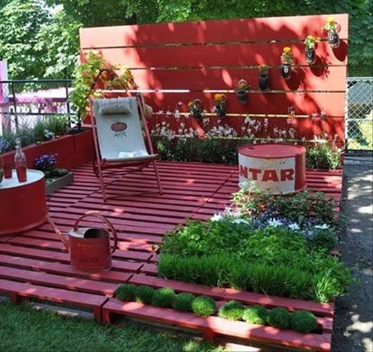 Использование деревянных паллет в саду