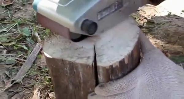 Дорожка на даче из спилов дерева