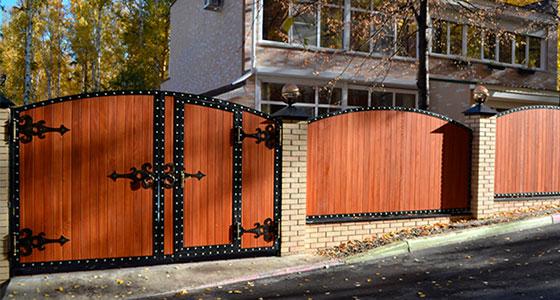 Забор в частном доме своими руками