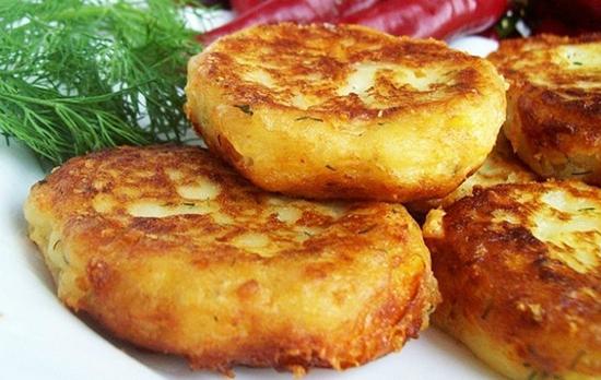 Картофельные оладьи с сыром и зеленью