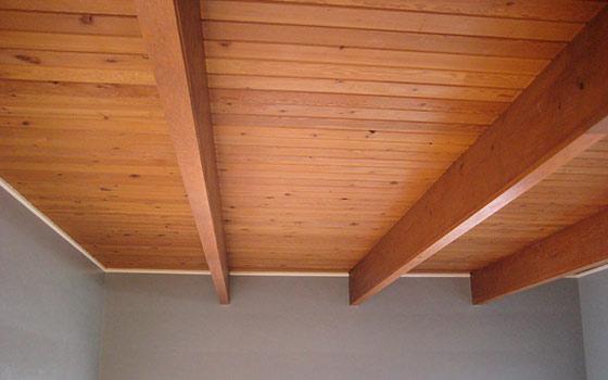 Как делать потолок в деревянном доме