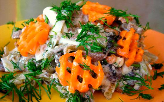 Салат из печени говяжьей с корейской морковью и луком с