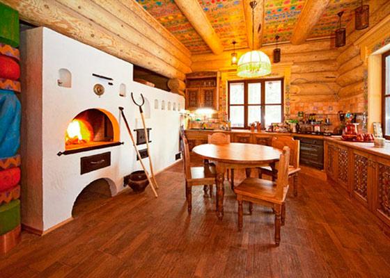 Интерьер деревянного дома внутри с печкой фото